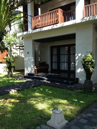 Griya Santrian : Deluxe room close to pool and beach