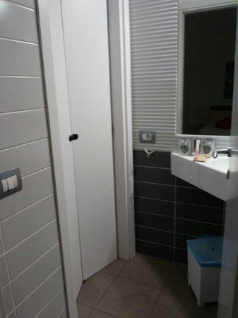 Milan Apartment Rental: Toilet basin area