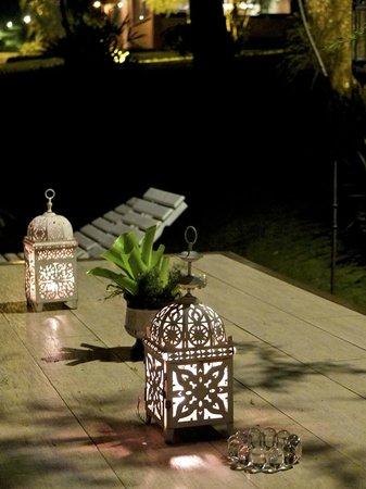 Villa Sao Romao: Mesa ao ar livre