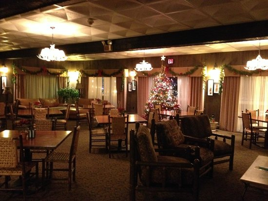 BEST WESTERN Adirondack Inn : The dining room was very home-y.