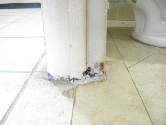 Breezes Resort & Spa Bahamas: Don't stub your toe on this doorframe!