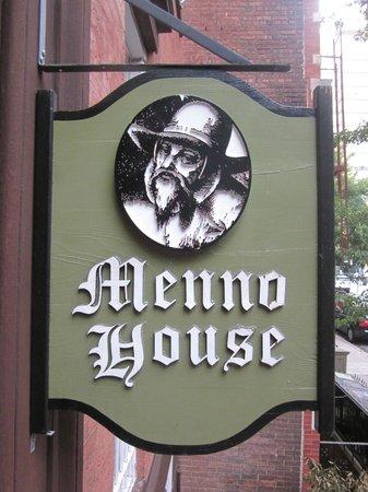 Menno House: Placa em frente a porta.