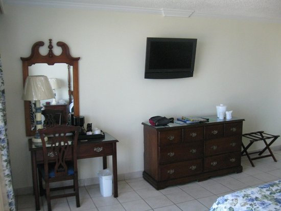 Breezes Resort & Spa Bahamas : Furniture is simple and old