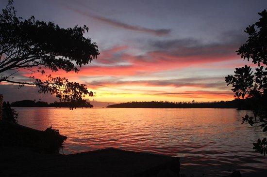 Koro Sun Resort and Rainforest Spa : Postcard sunsets EVERY night