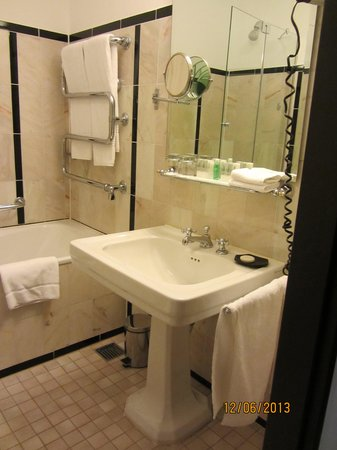 Le Meridien Grand Hotel Nurnberg: Bathroom