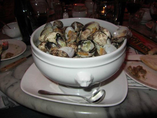 The Stinking Rose : Large-Garlic Steamed Clams