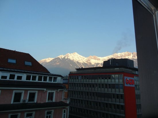 Ibis Innsbruck: Mountain view from room