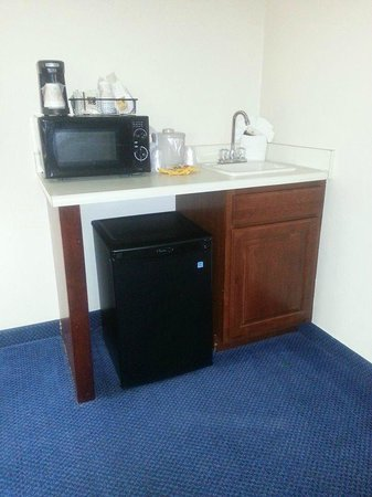 Red Roof Inn Richmond, KY: Wet Bar In Extra Room