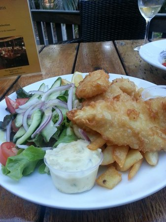Bangalow Pub: Snapper and chips