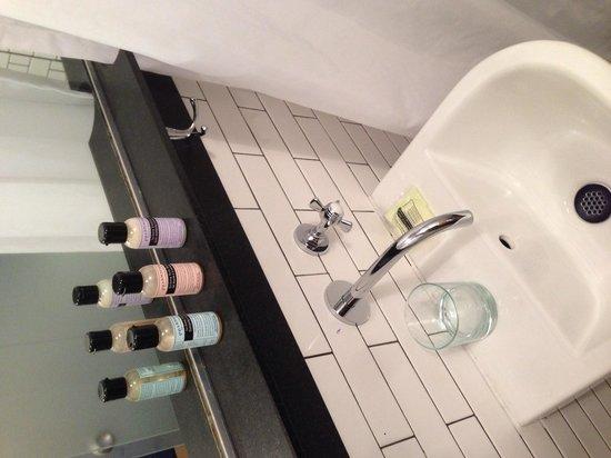 Pod 39 Hotel: Sink