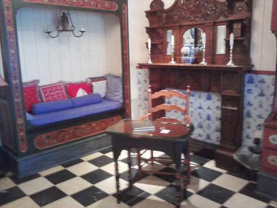 Hotel Pattee: The Dutch Room