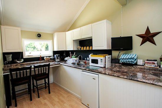 The Homestead at Rehoboth Bed & Breakfast : Cottage Kitchenette