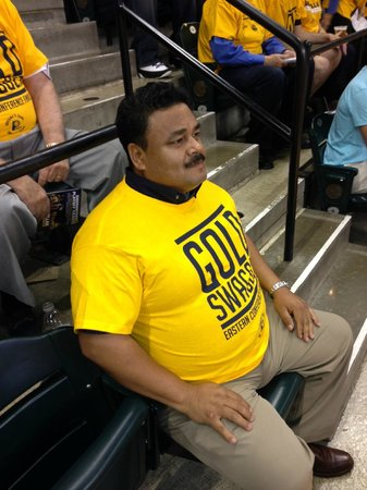 Bankers Life Fieldhouse: Got my T-Shirt. a little small ...jajaj