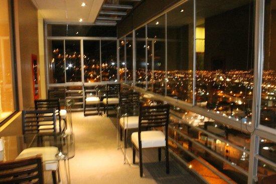 Wyndham Cusco Saqsayhuaman: Vista desde el balcón del restaurante
