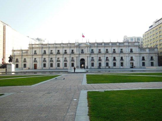 Centro Cultural Palacio de la Moneda y Plaza de la Ciudadania: Atrás do palácio