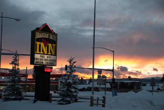 Brandin' Iron Inn: Sunset in West Yellowstone