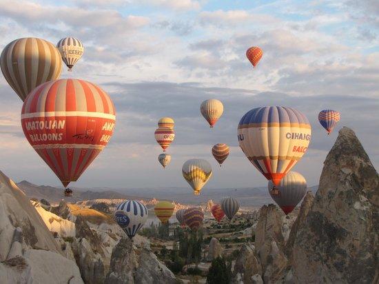 Cappadocia Voyager Balloons : Balloons over Cappadocia