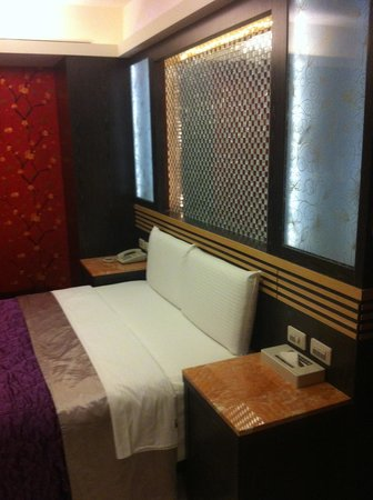 HolyPro Boutique Hotel : bed