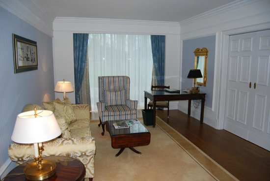 Powerscourt Hotel, Autograph Collection: Living Room of the Suite