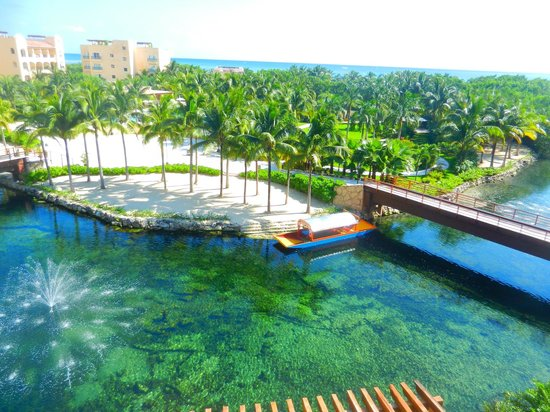 Hacienda Tres Rios: The canal in front of the rooms that encompases the pools.