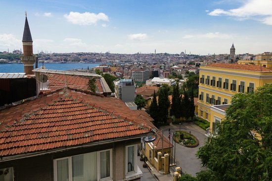 Witt Istanbul Suites: View from French balcony facing south, Italian Hospital across the street