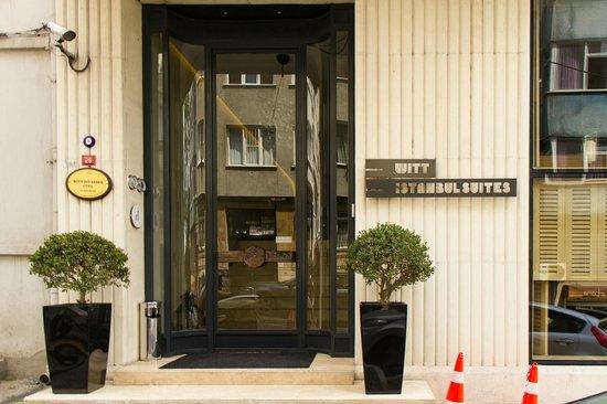 Witt Istanbul Suites: Front door