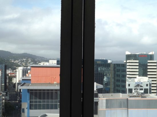 James Cook Hotel Grand Chancellor: the gap in the window sealing
