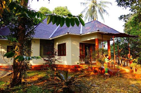 Chamundi Hill Palace Ayurvedic Resort: villa