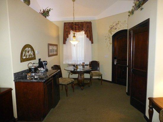 South Coast Winery Resort & Spa: Sitting area within casita at South Coast Resort
