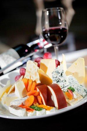 Mariana at Crowne Plaza Suzhou: Wine and Cheese
