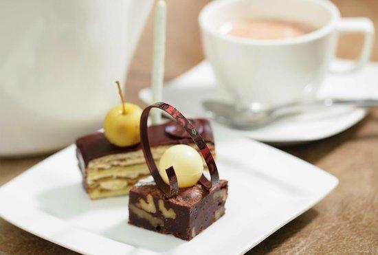 Mariana at Crowne Plaza Suzhou: Desserts and drinks