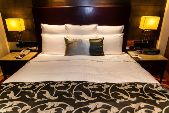 Suzhou Marriott Hotel: The comfortable king size bed.