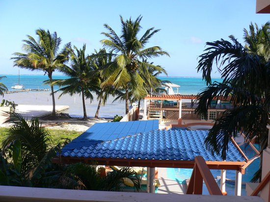 Island Magic Beach Resort: 2nd floor oceanview room