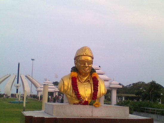 Marina Beach : Statue of MGR