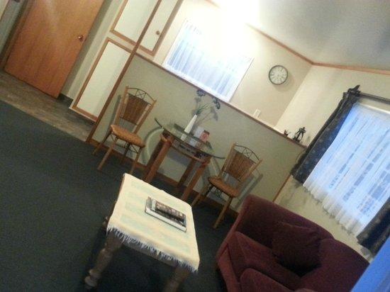 Coromandel Colonial Cottages Motel: Dining Room 1 Bedroom Cottage