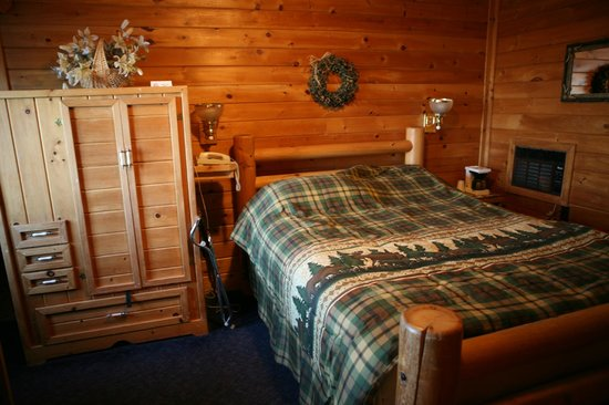 Voyageur Lakewalk Inn : non-smoking queen jacuzzi suite
