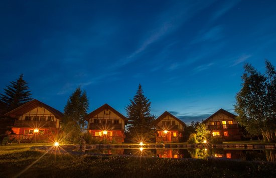 Great Northern Resort : The Cabins at Night