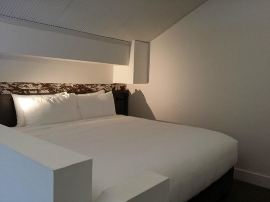 Ovolo 1888 Darling Harbour : Loft king bed, very plush.