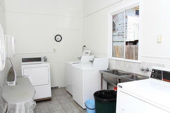 Indooroopilly Lodge and Motel: Laundry room (24 hrs)