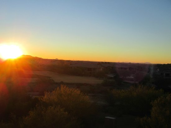 JW Marriott Phoenix Desert Ridge Resort & Spa: sunrise from room balcony