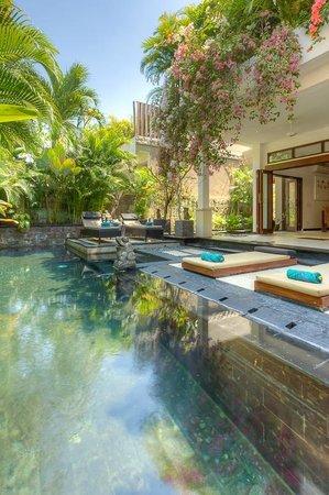 Villa Kipas: Large pool with plentry of sun