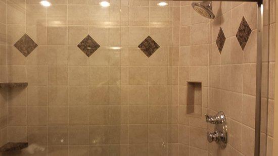 Eden Resort and Suites, BW Premier Collection: Shower