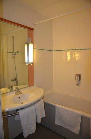Ibis Southampton Centre: room 323 bathroom