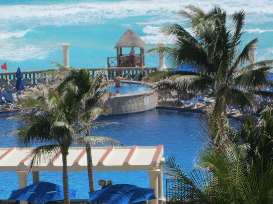 Marriott Cancun Resort: Pool and Hot Tub