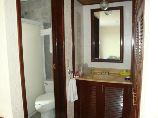 Suites Bahia: Bathroom