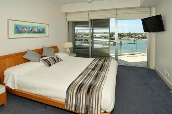 Bluewater Point Resort: King Size Bed