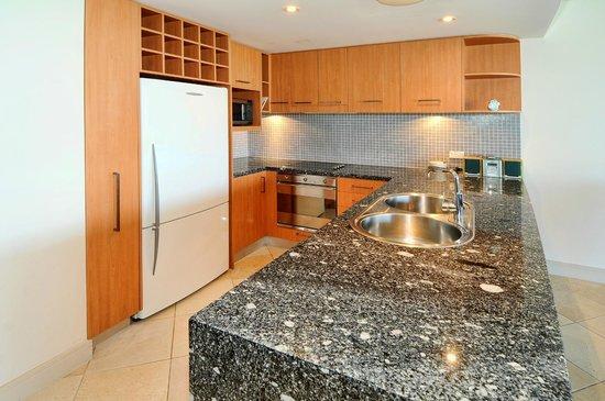 Bluewater Point Resort: Modern Kitchen
