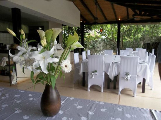 Villa Deveena: Elegant table settings, for dinner.