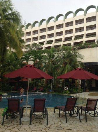PARKROYAL Penang Resort, Malaysia : Hotel and gardens