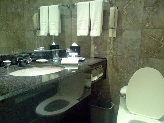 Kimberley Hotel: bathroom